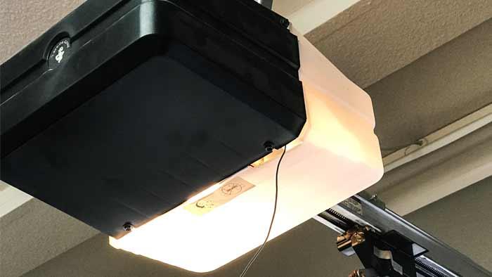 Garage REpair old genie opener 700x394 25pct